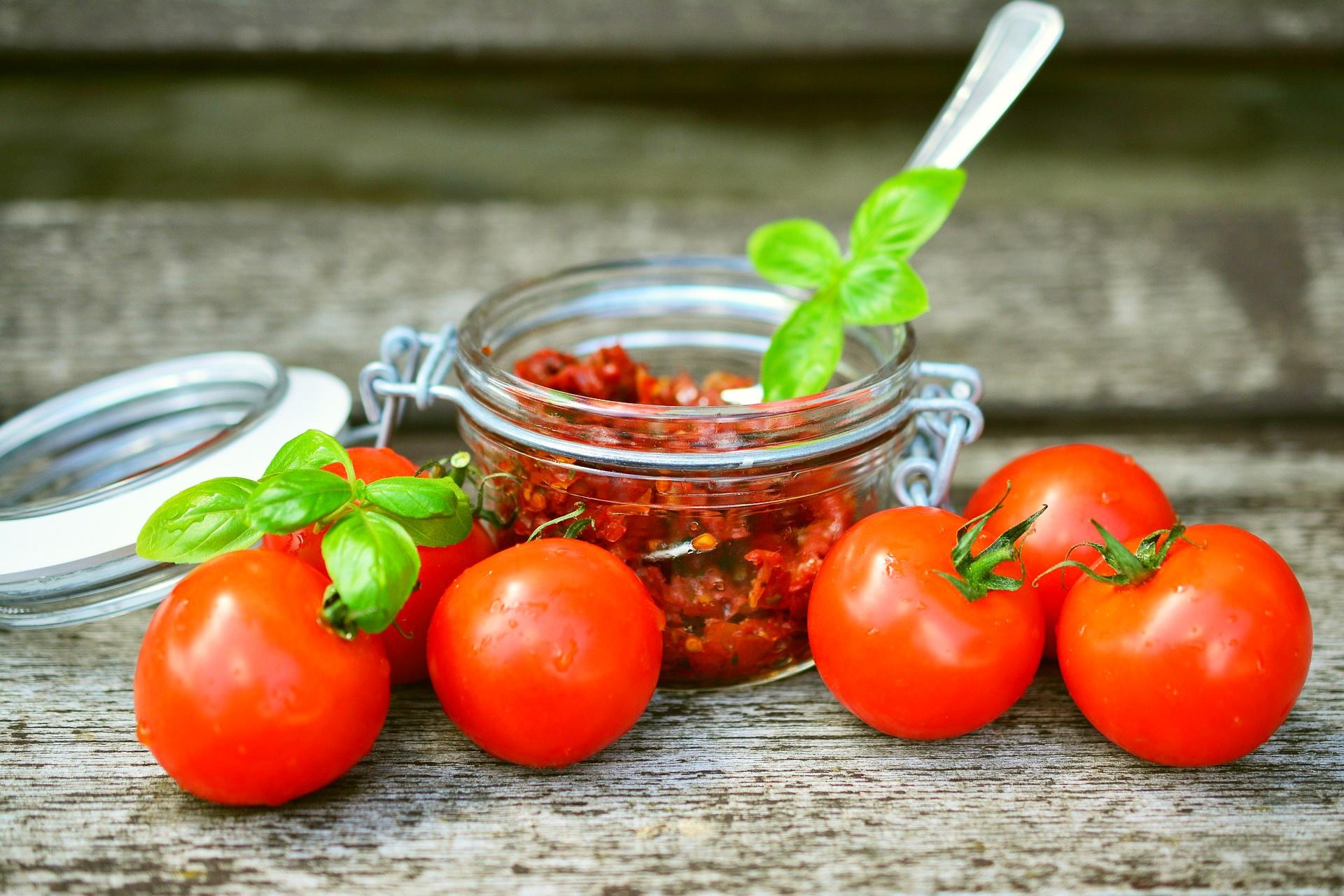 Pasta z pomidorów i oliwek - przepis