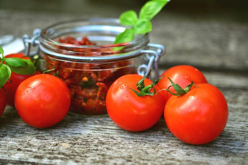 Pasta z suszonych pomidorów i oliwek - przepis
