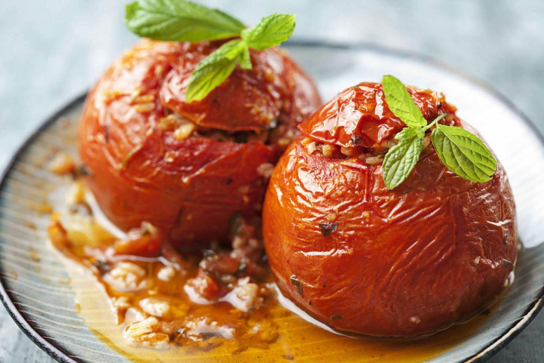 Pomidory faszerowane serem feta i zapiekane w piekarniku – przepis