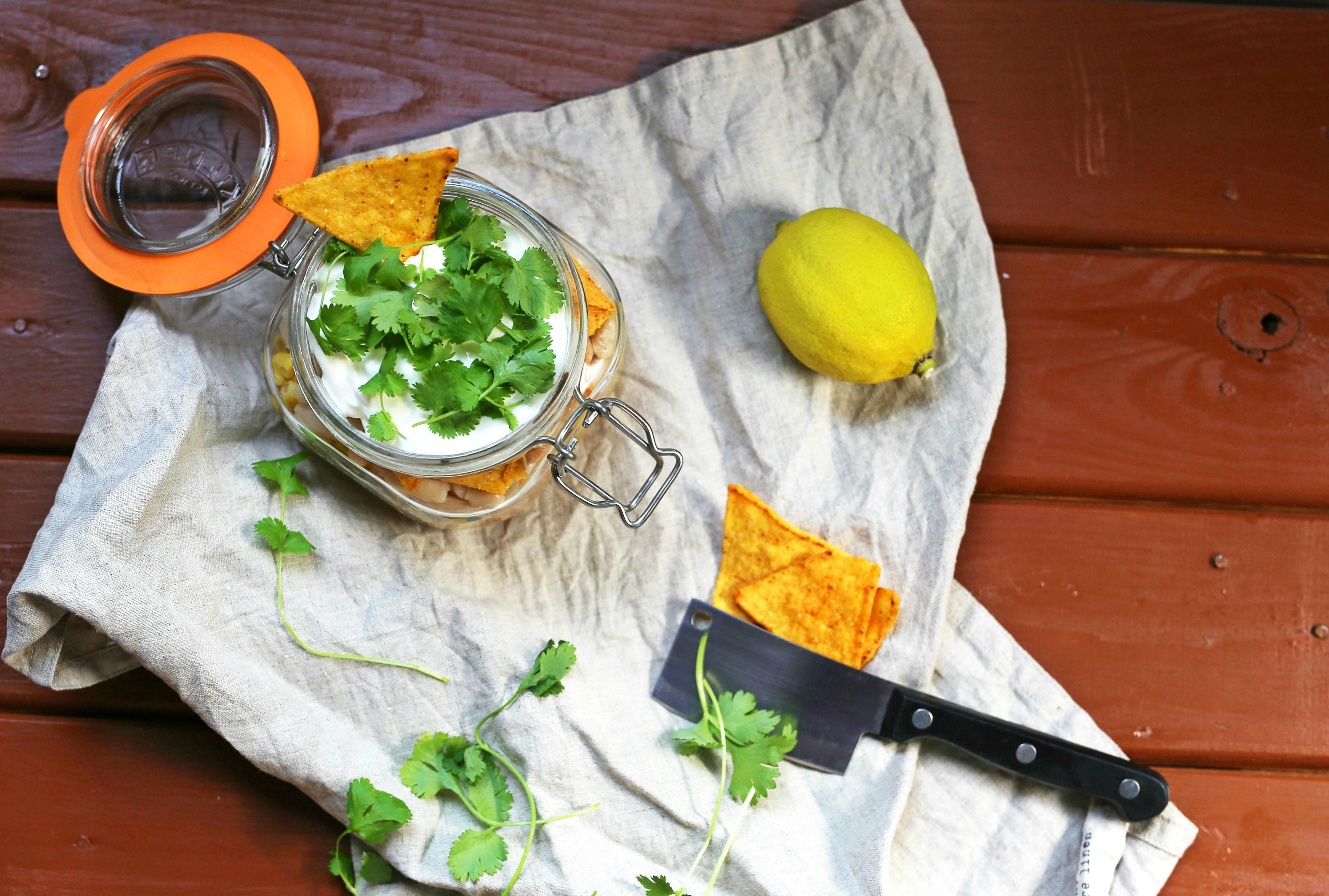 Sałatka meksykańska z nachosami do słoików