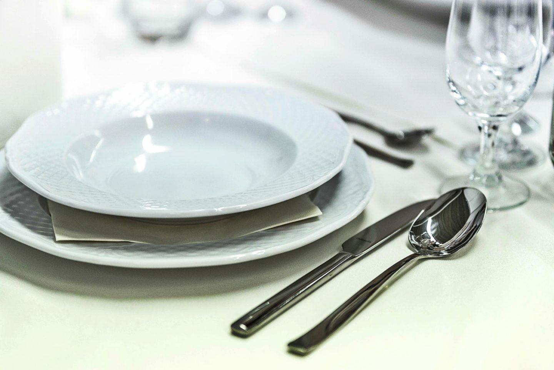 Jaki serwis obiadowy wybrać? Polecane komplety obiadowe