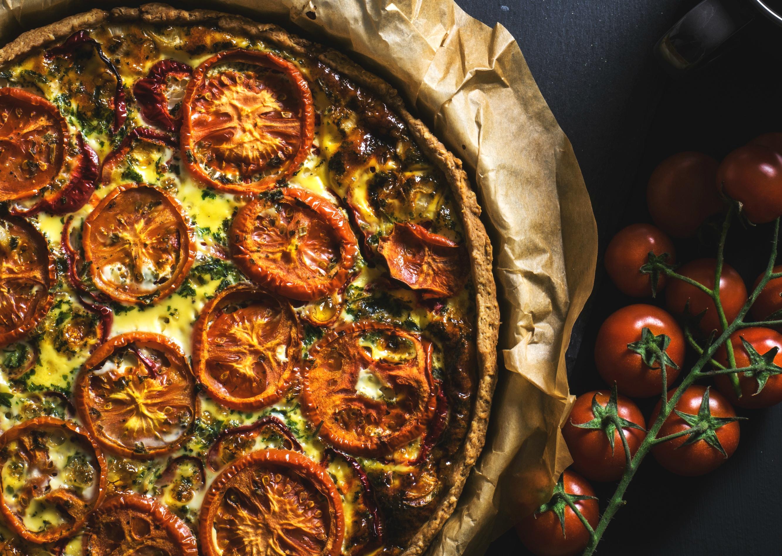Tarta ze szpinakiem, pomidorami i fetą - przepis