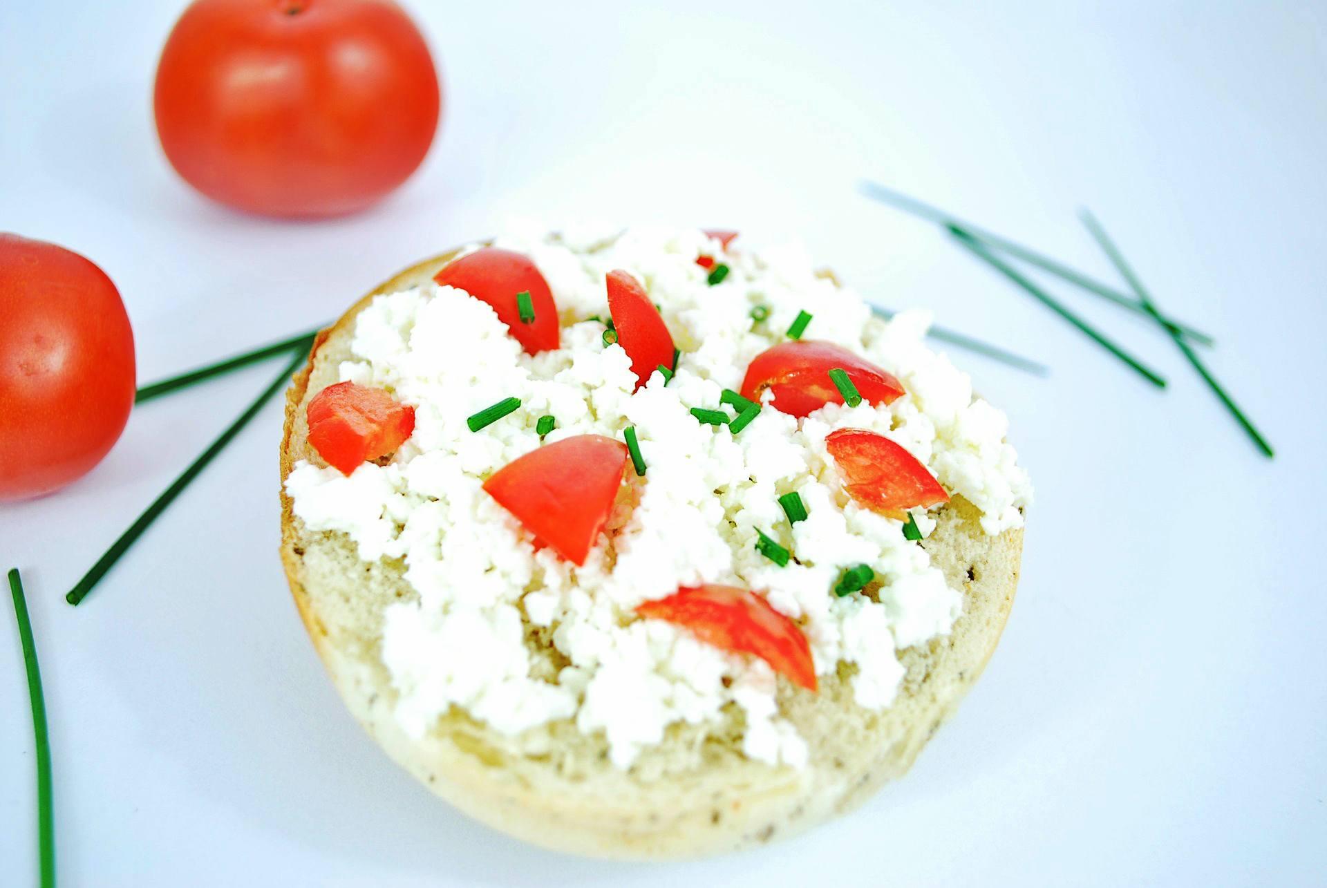 Twarożek z pomidorem i szczypiorkiem - przepis