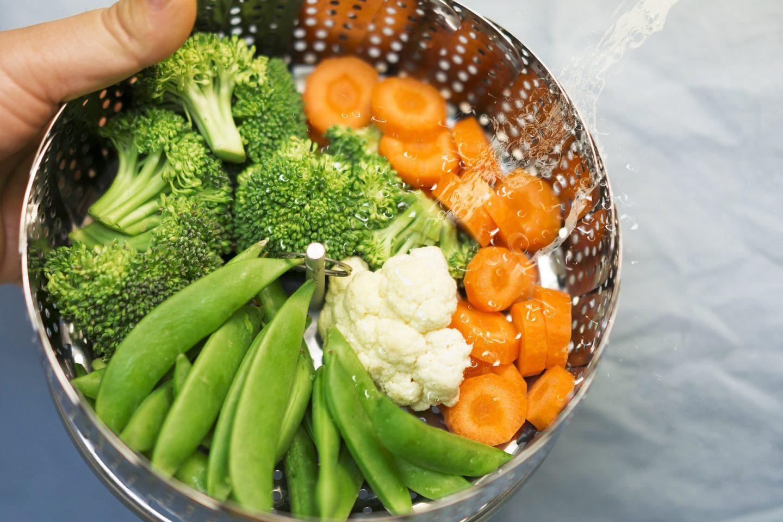 Warzywa na parze z sosem jogurtowym – przepis