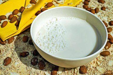 Wigilijna zupa migdałowa z ryżem na mleku - przepis