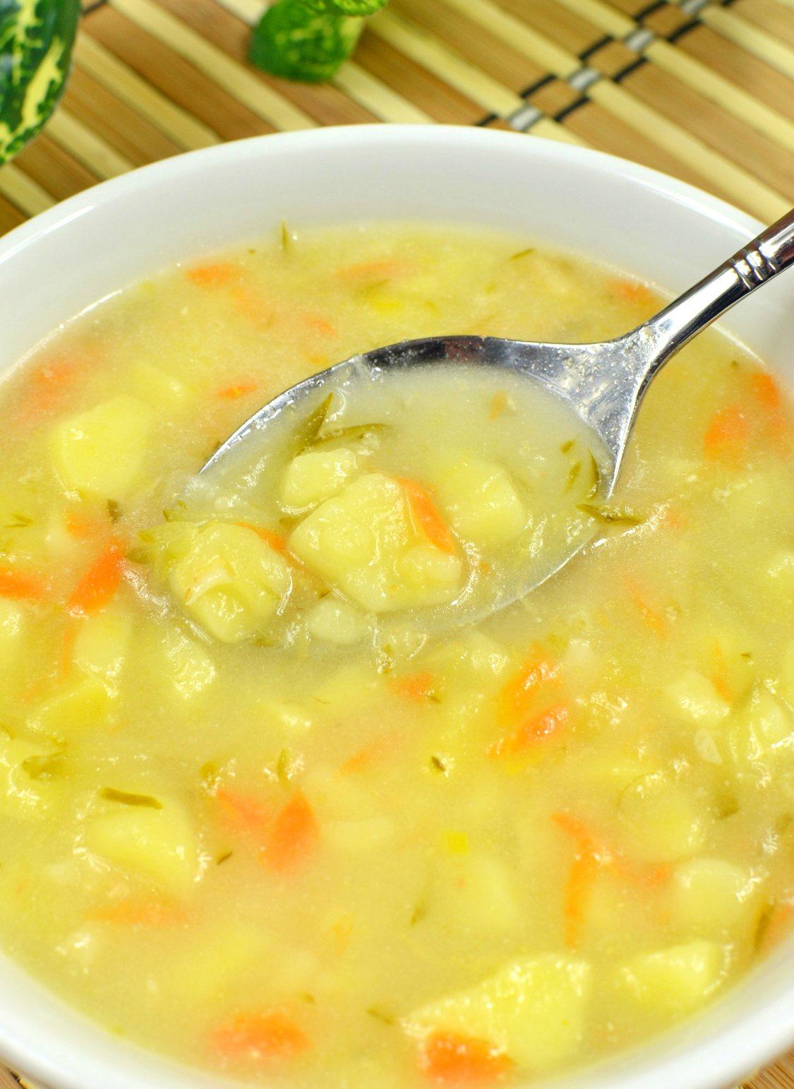 Domowa zupa ogórkowa - jak zrobić?