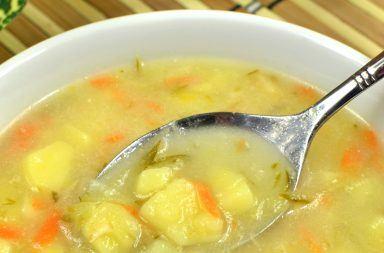Zupa ogórkowa na żeberkach - przepis