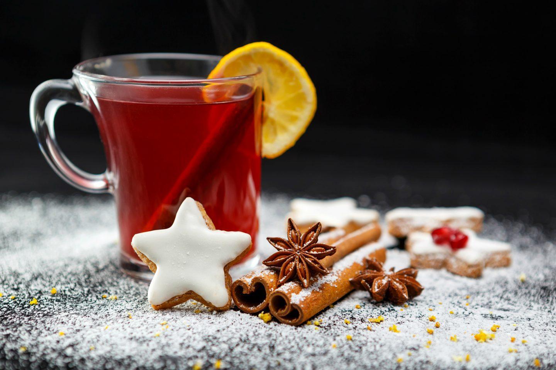 Zimowa herbata świąteczna z imbirem, cynamonem i pomarańczą - przepis