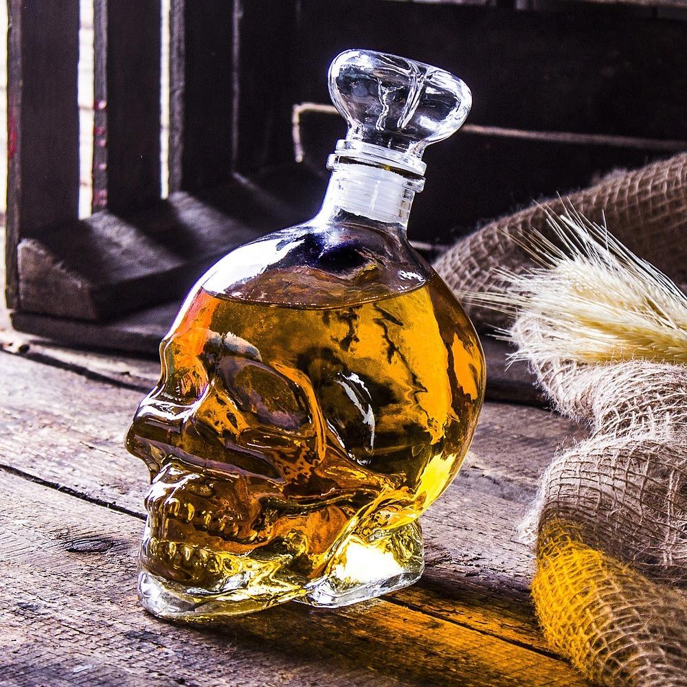 Karafka do whisky i wódki Czaszka
