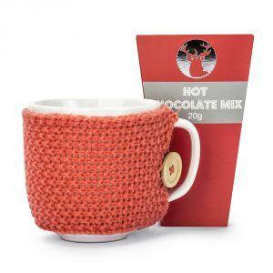 Kubek ceramiczny w sweterku z czekoladą