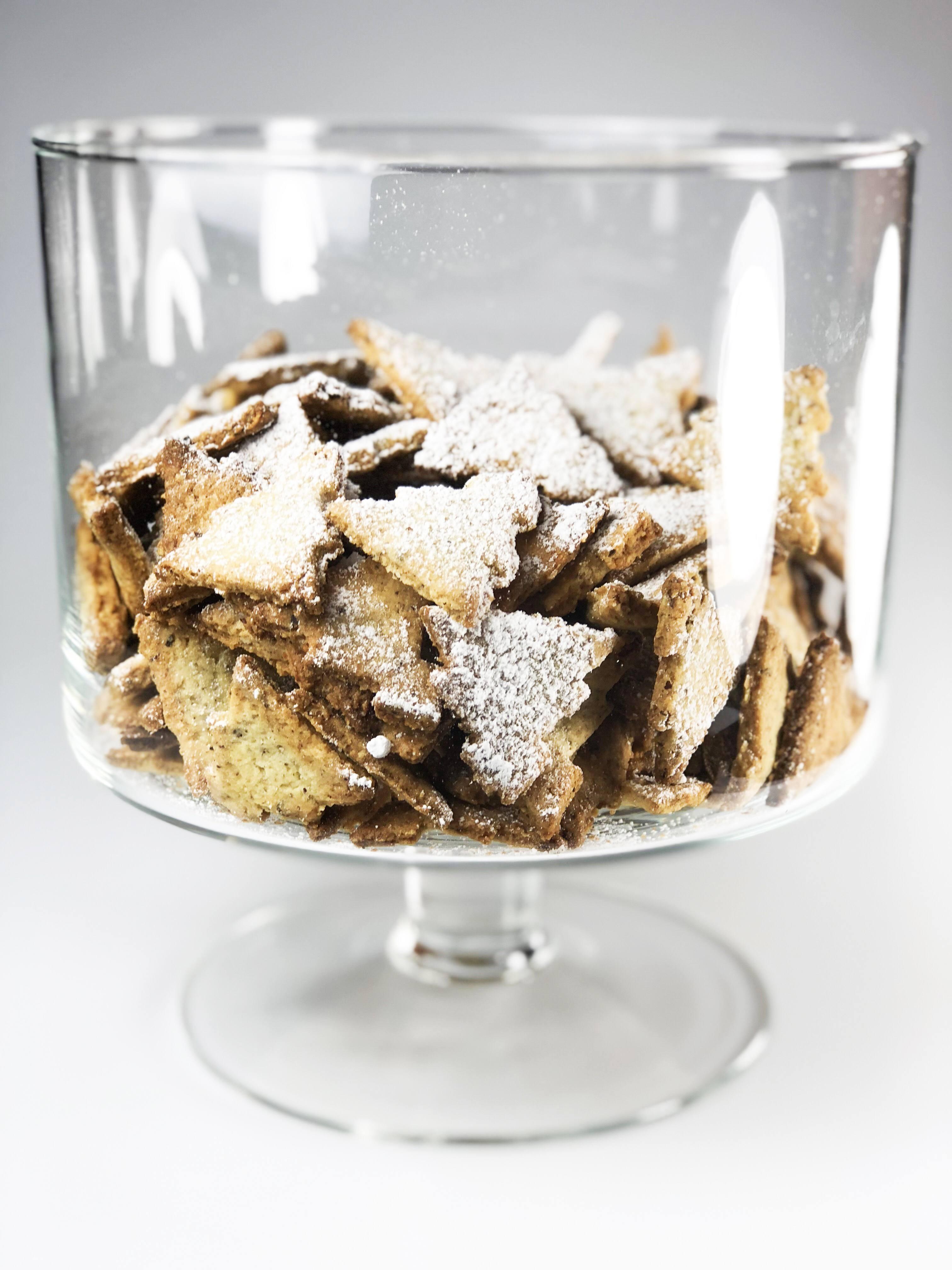Ciasteczka na Święta w ozdobnej paterze