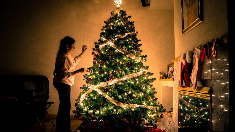 Jak ładnie udekorować choinkę na Święta? – Ozdoby i lampki choinkowe