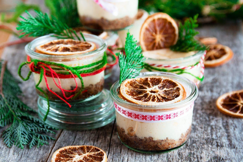 Mini serniczki na kruchym spodzie z ciastek – przepis do słoiczków