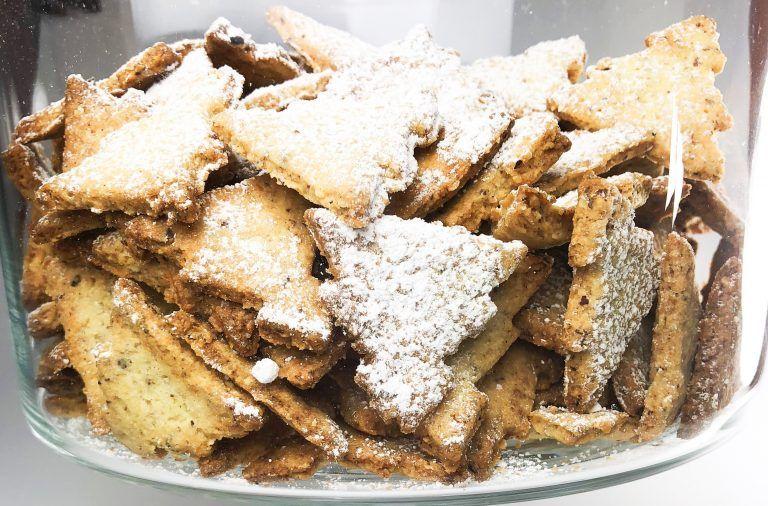 Ciasteczka świąteczne orzechowe choinki