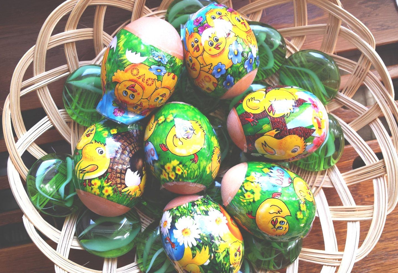Jak szybko ozdobić jajka wielkanocne na stół i do koszyczka?