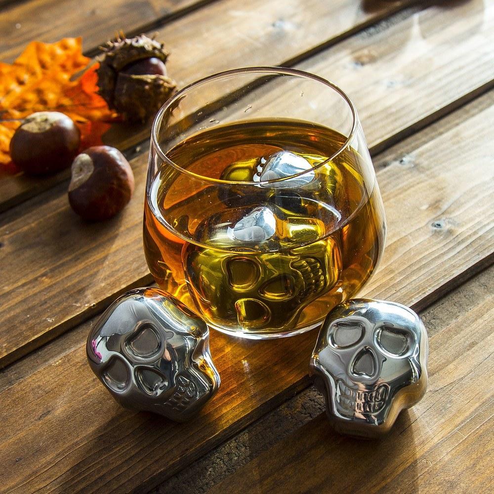 Metalowe kostki do whisky czaszki