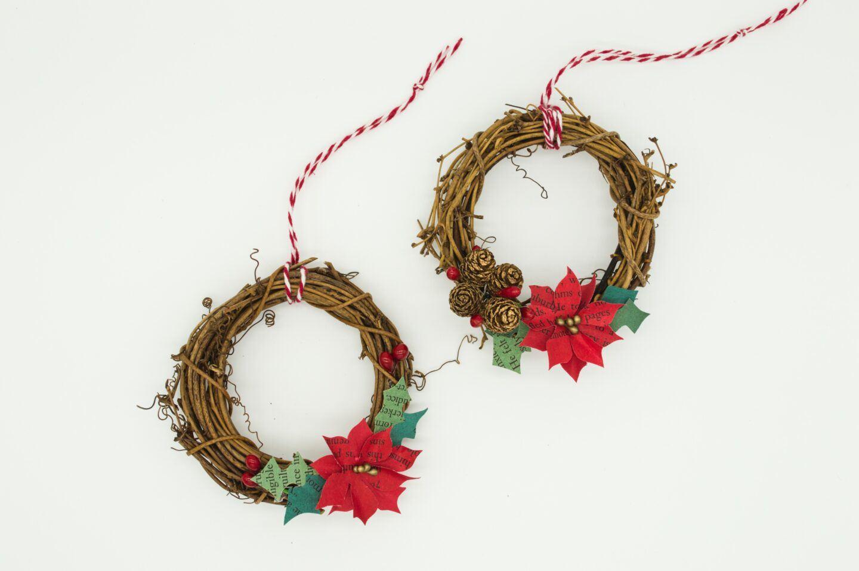 Ozdoby świąteczne na ścianę i na drzwi – przegląd