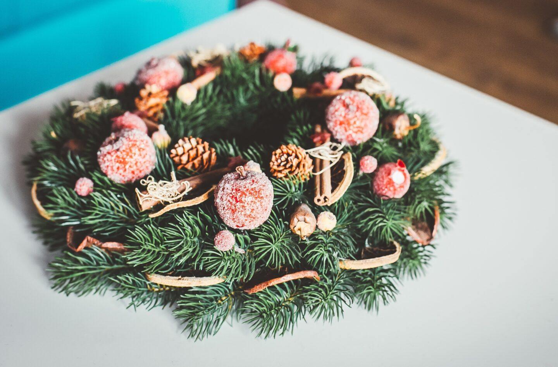 Stroiki świąteczne na Boże Narodzenie – gotowe i DIY