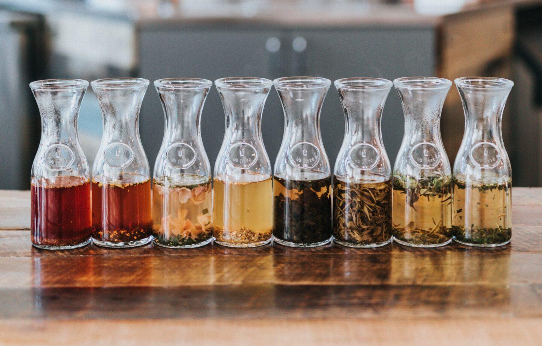 Rodzaje karafek do wina, whisky i wody - w czym podać trunki i napoje?