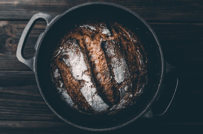 W czym piec chleb? Naczynia do pieczenia chleba
