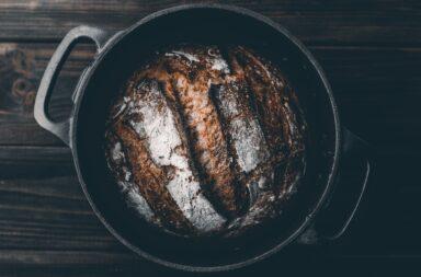 W czym upiec chleb w domu?