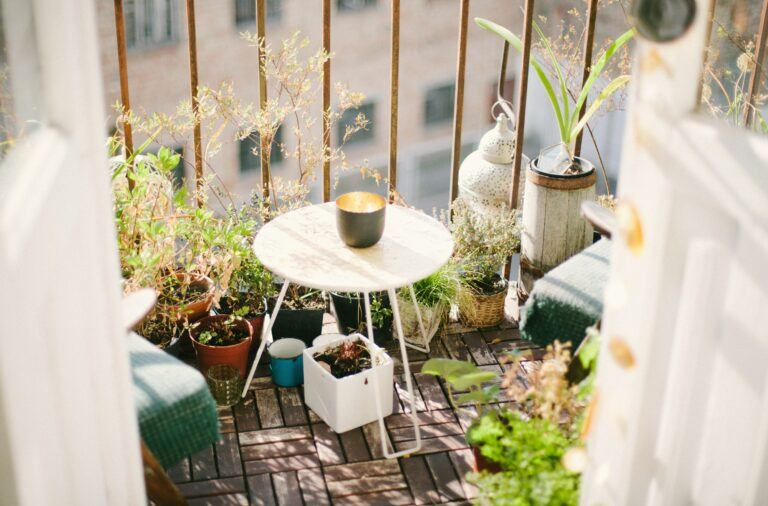 Aranżacja małego balkonu w bloku