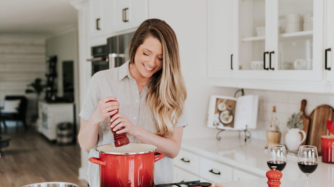 10 nowoczesnych gadżetów do kuchni – warto je mieć!