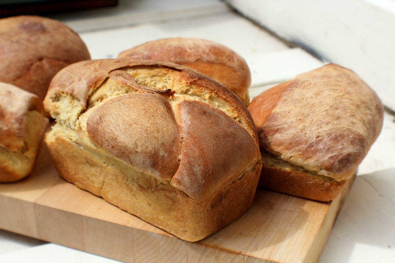 Jak i w czym przechowywać chleb, żeby był świeży?