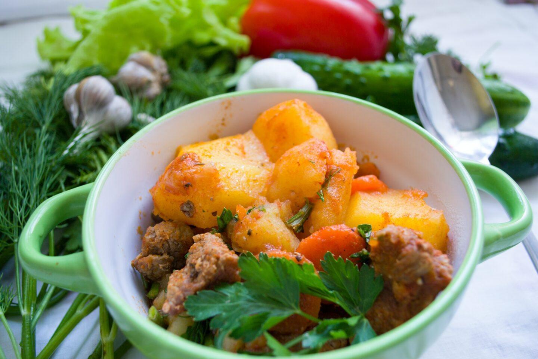Co można gotować w szybkowarze? Pomysły na szybkie potrawy