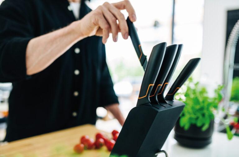 Noże kuchenne Fiskars - przegląd