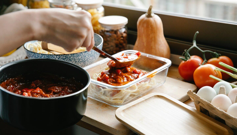 Proste jedzenie do pracy – z czego je zrobić i jak zapakować?