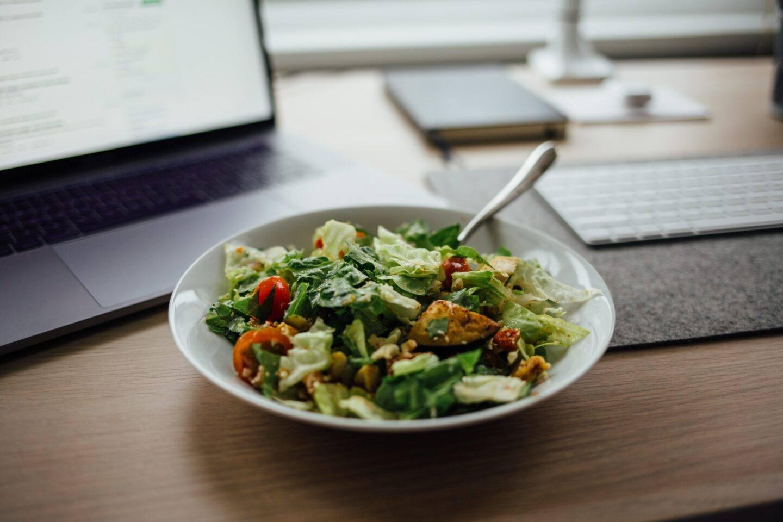 Lunchbox do pracy - co przygotować na drugie śniadanie?