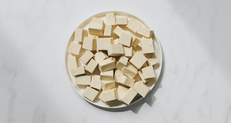 Co to jest tofu? Poznaj właściwości odżywcze twarożku sojowego