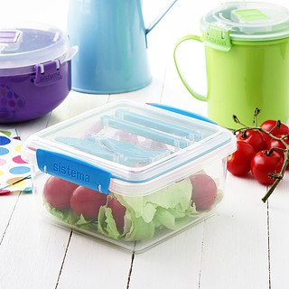 Lunch box plastikowy ze sztućcami SISTEMA LUNCH BOX TO GO PLUS MIX KOLORÓW 1,2 l