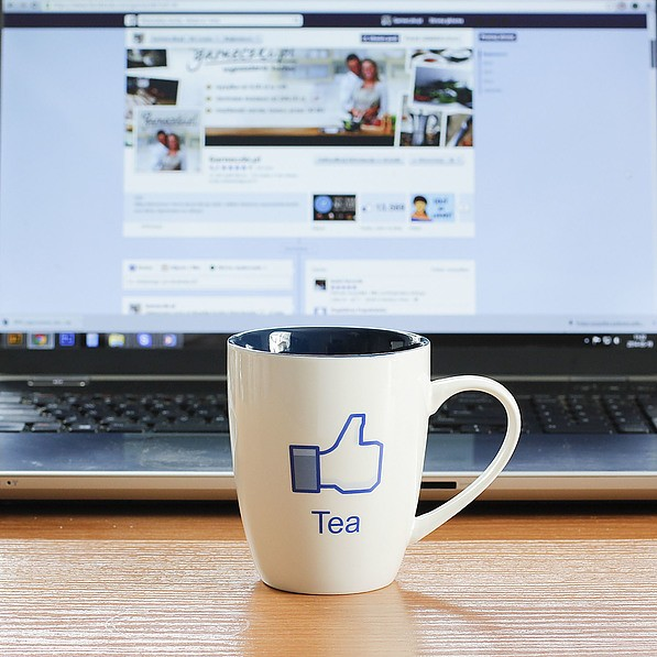 Kubek porcelanowy z napisem VERONI FACEBOOK TEA 380 ml